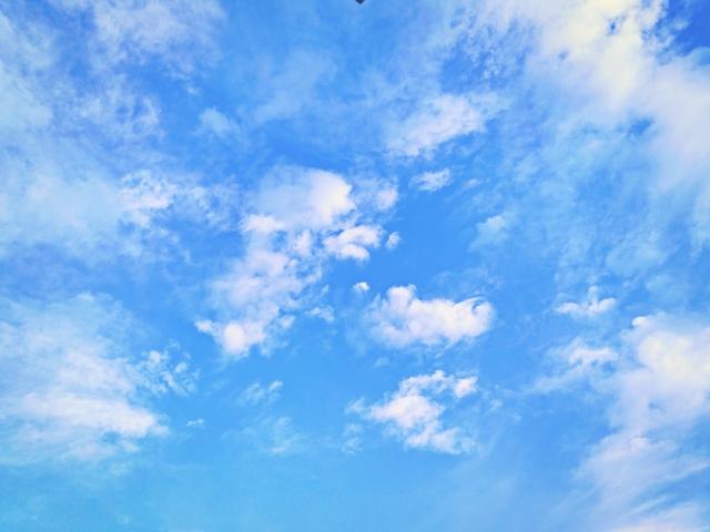 【夢占い】空を飛ぶ夢が表す意味とは?